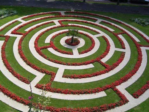 Подумайте, что будет в центре сада-лабиринта