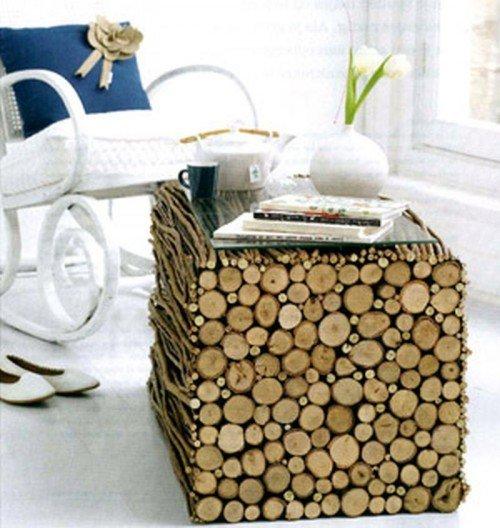 Столик из веток деревьев