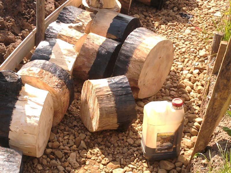 Дорожка из спилов дерева как сделать