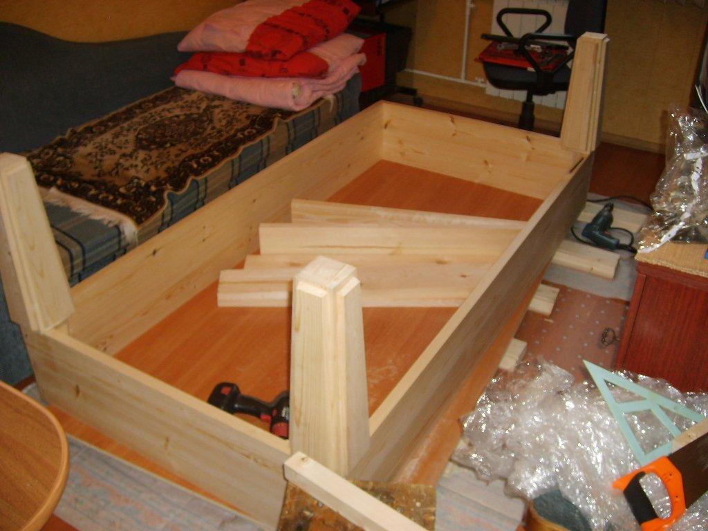 дачный столик из дерева
