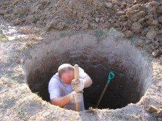 копаем колодец для дачи