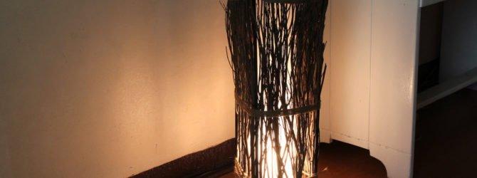 Напольная лампа из веток