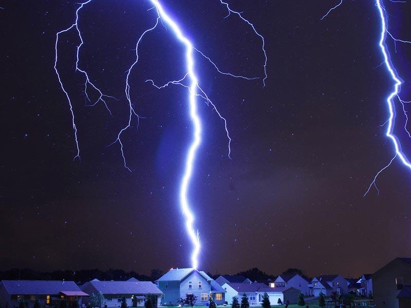 Как защитить дачу от молнии…