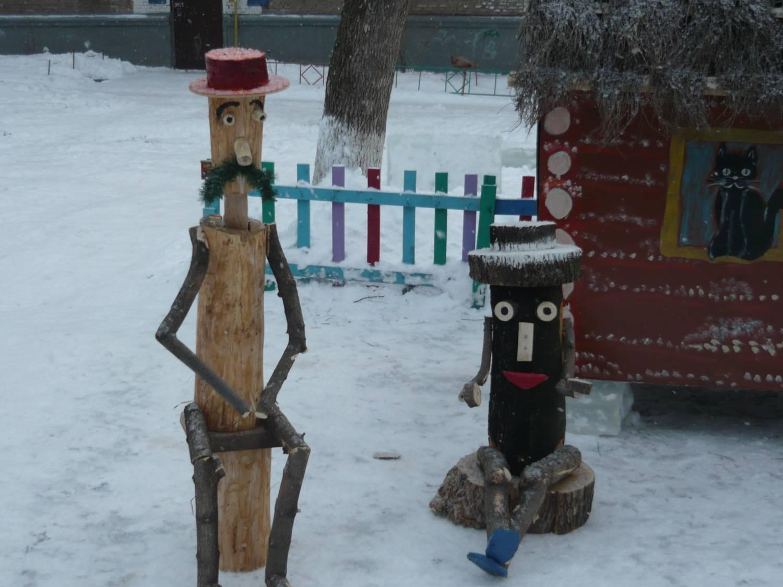 фото деревянных человечков на участок