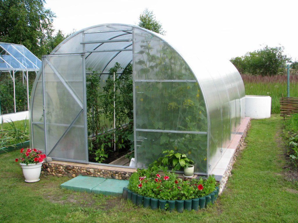 Строим теплицу из сотового поликарбоната