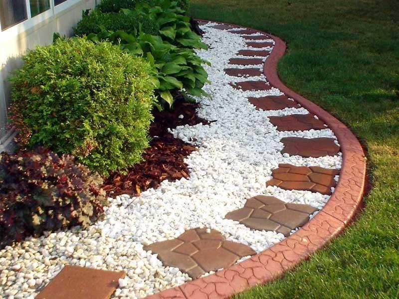 Украшаем клумбу на садовом участке своими руками с помощью камня