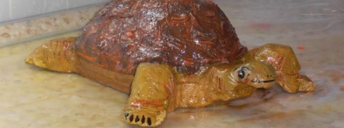 Черепашка из пенопласта для дачного участка