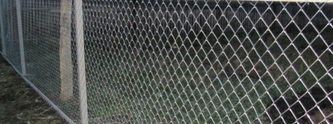 Делаем забор из сетки рабицы