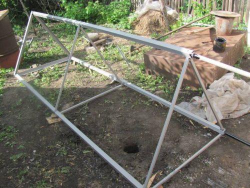 Металлическая стойка для ёмкости с водой