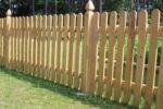 Низкий деревянный забор для сада