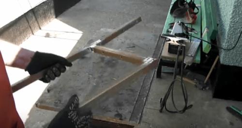 Сваривание деталей лавочки