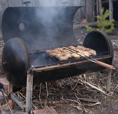 Жарка мяса на самодельном мангале