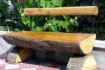 Скамья из обрубков дерева