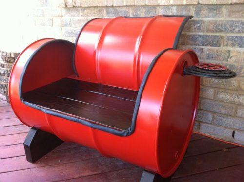 Скамейка из старой бочки