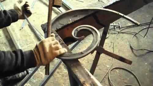 Как сварить ворота из профтрубы
