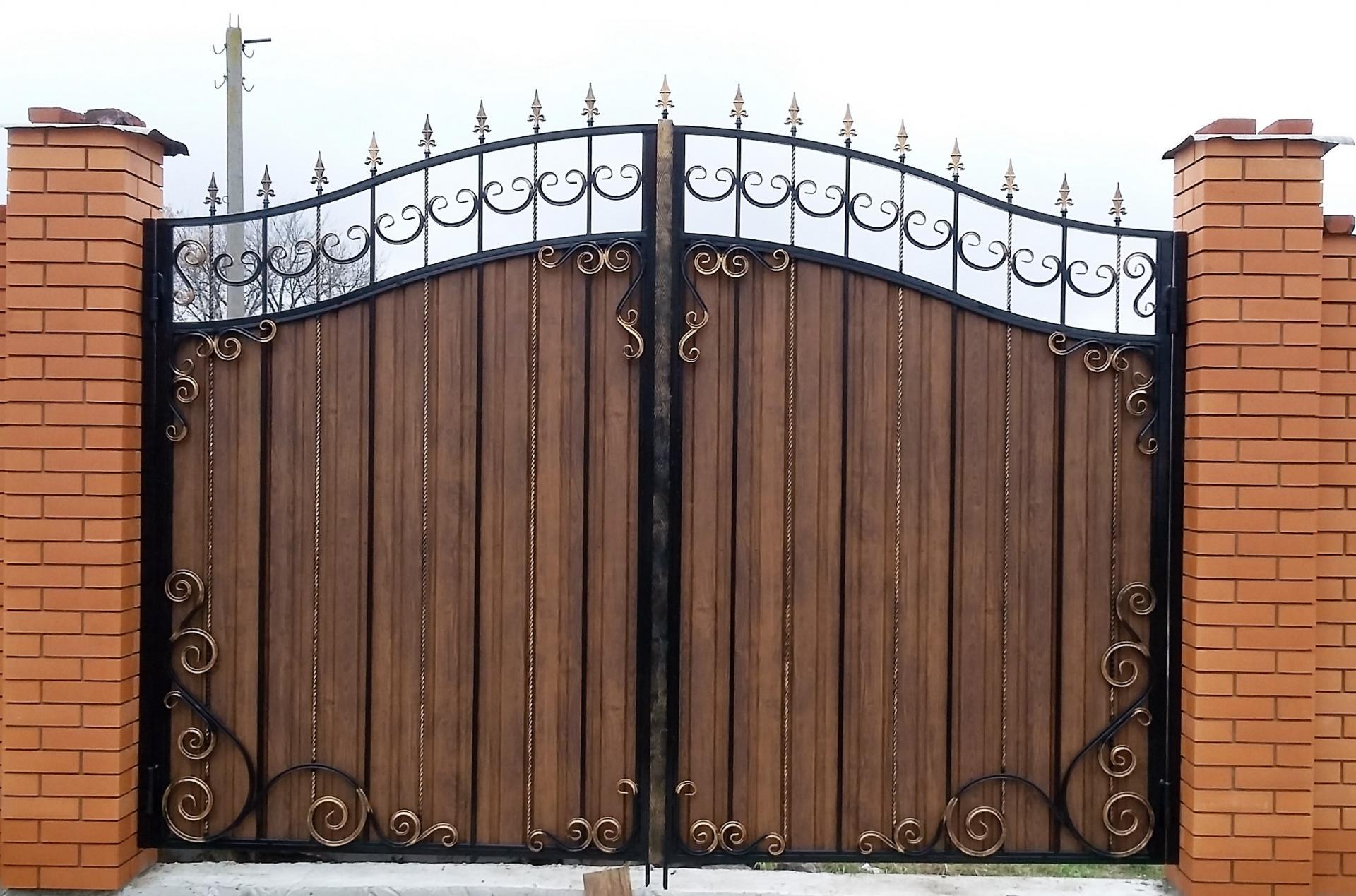Ворота с профнастила с элементами ковки своими руками фото