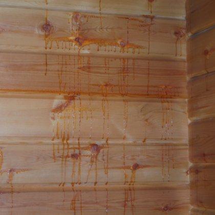 Потеки смолы на стенах