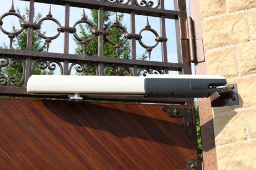 Заводской линейный привод для ворот