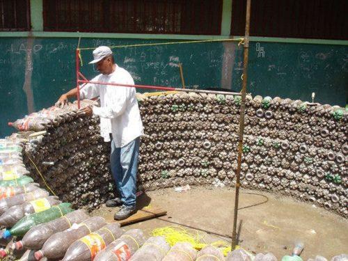 Возведение стен из бутылок