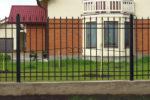 Забор из кованых металлических элементов