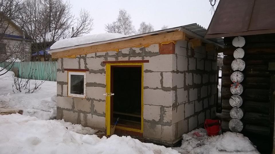 Как построить курятник из блоков своими руками