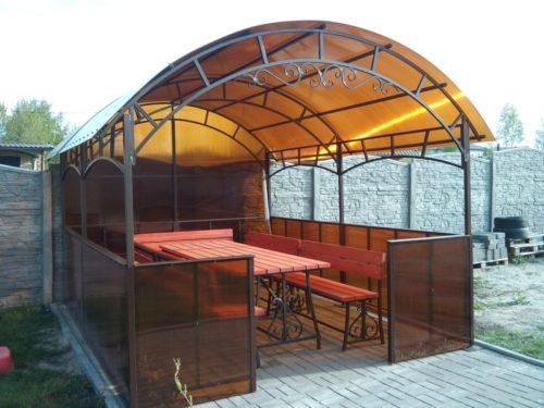 Пример крыши из поликарбоната