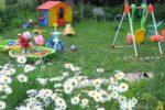 Детская площадка с качелями