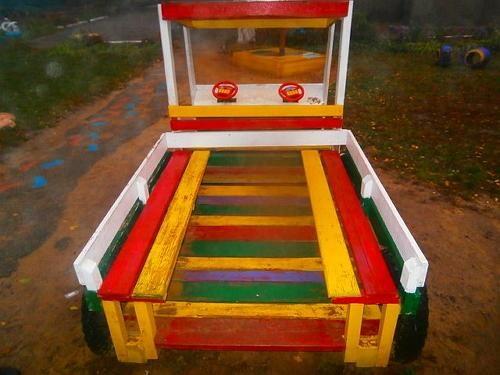 Грузовик для детской площадки — вид сзади
