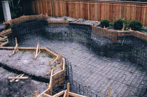Армирование днища и стен бассейна