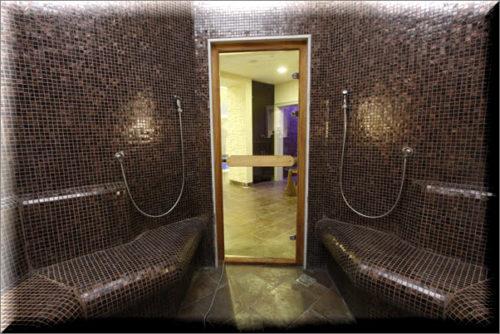 Стеклянная дверь в хамаме