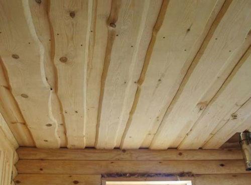 Настильный потолок внутри бани
