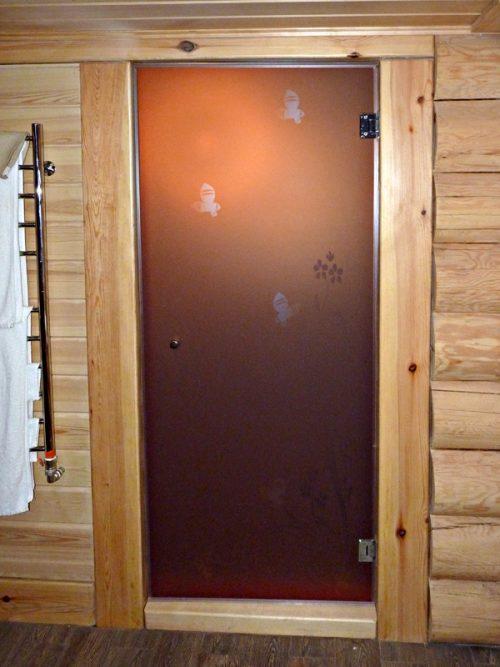 Стеклянная дверь с напылением в сауну