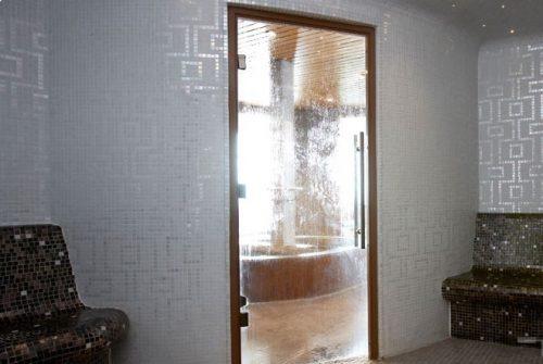 Пластиковая дверь в хаммам