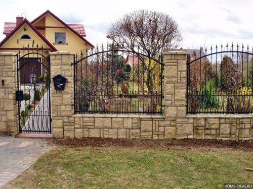 Комбинированный забор из камня и металла