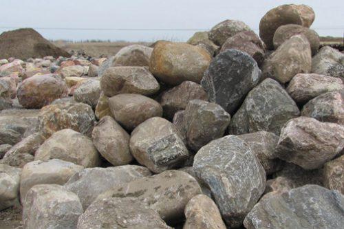 Природные камни в виде валунов