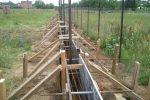 Опалубка для бетонирования фундамента забора