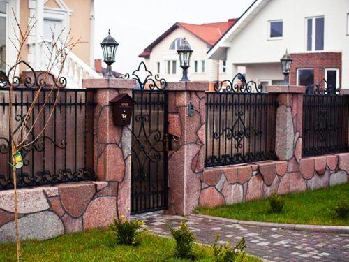 Ограждение загородного дома