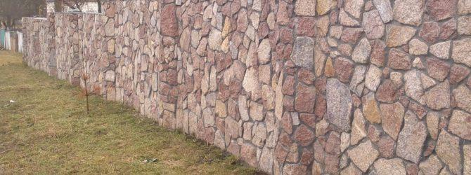 Забор из природного камны