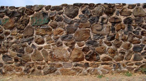 Забор из бутового камня