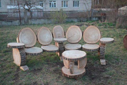 Дачная мебель из спилов деревьев