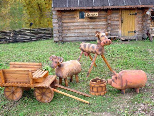 Композиция из самодельных деревянных фигурок