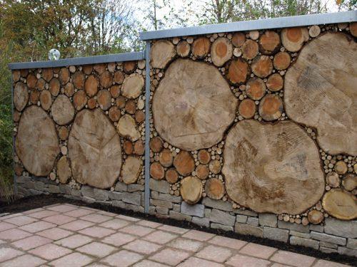 Ограда из спилов деревьев