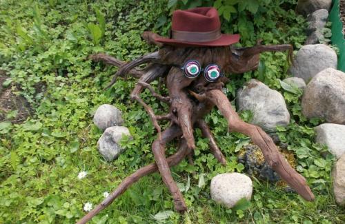 Декоративная фигурка из коряги