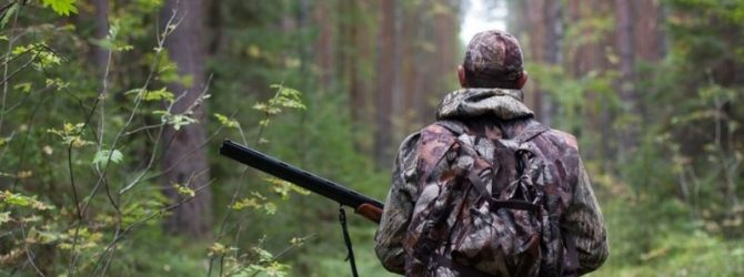 охотник в лесу